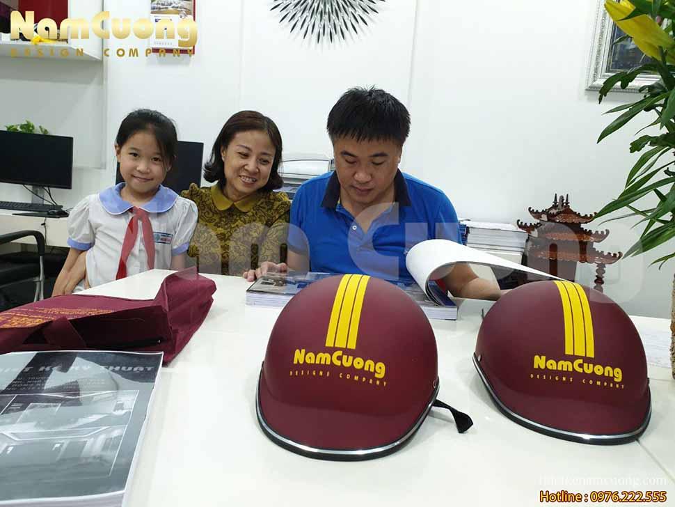 Bàn giao hồ sơ thiết kế kỹ thuật nhà ống tân cổ điển của anh Hưng tại Hải Phòng