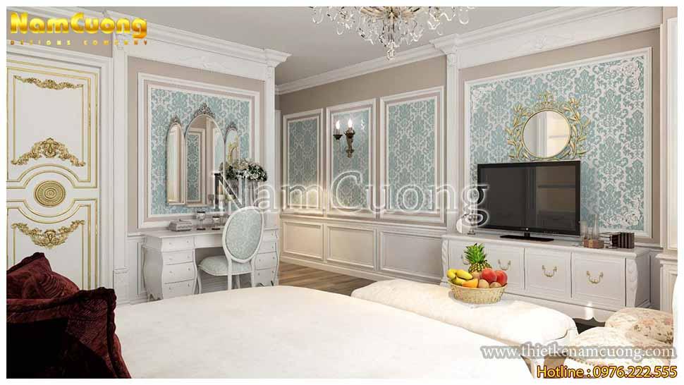 Tường căn phòng sử dụng giấy dán hoa văn màu xanh pastel ngọt ngào, trang nhã