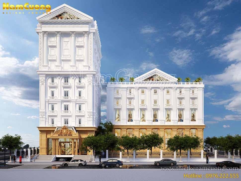 Khách sạn thiết kế gồm 2 khối nhà liên thông với nhau nhưng cùng theo một kiểu dáng từ các hình khối kiến trúc đến những hoa văn trang trí tạo nên sự đồng bộ ấn tượng